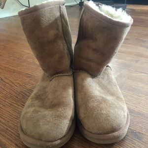 Girls SIZE 3 UGG boots